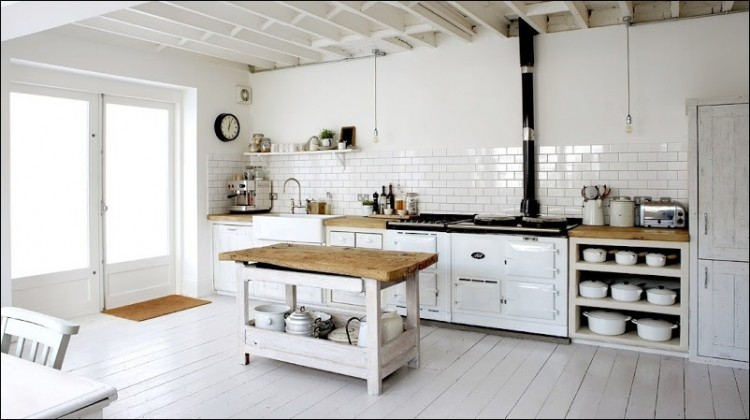 Rustic kitchen in white with subway tiles