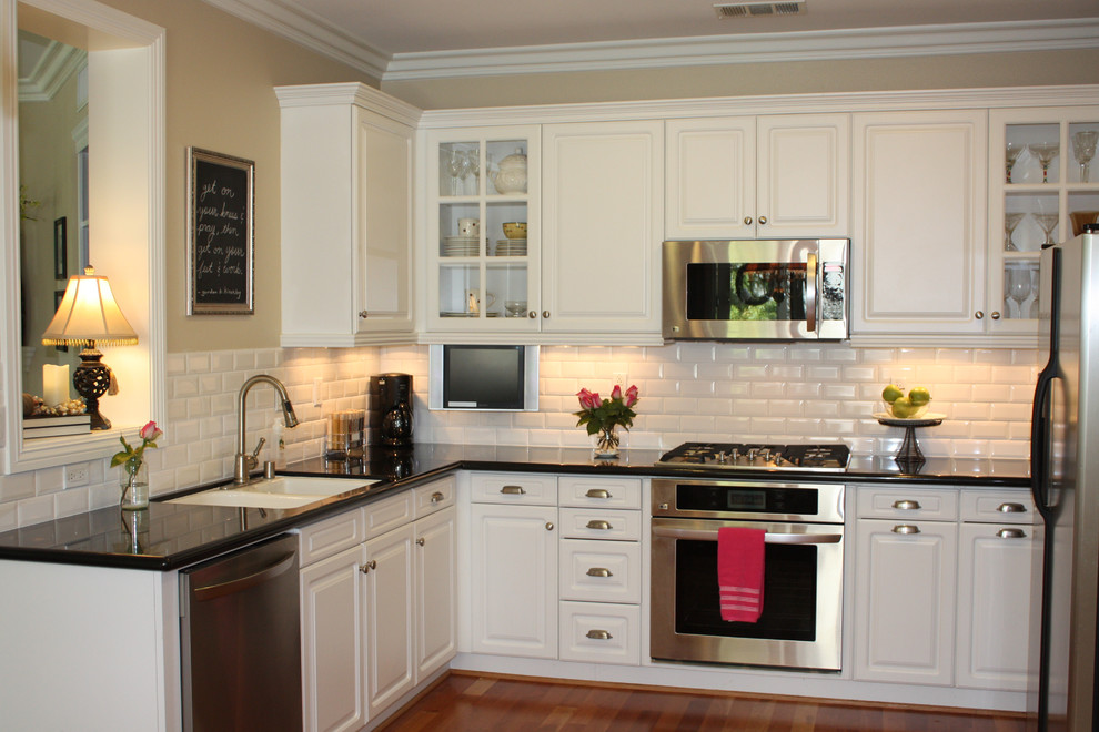 Traditional l shaped kitchen with white subway tiles for backsplash