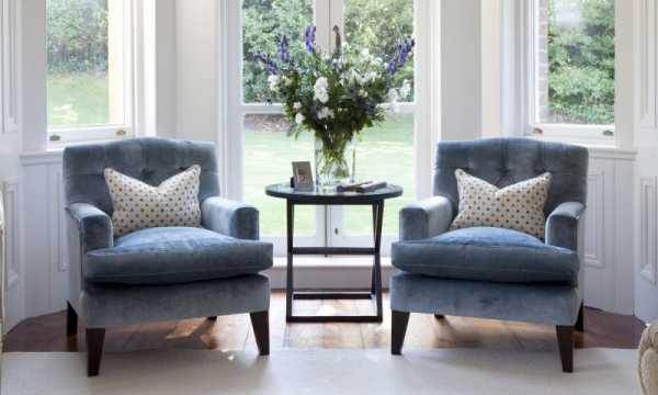 Два кресла и столик в интерьере фото – Кресла для гостиной — 130 фото с лучшими вариантами 2019 года!